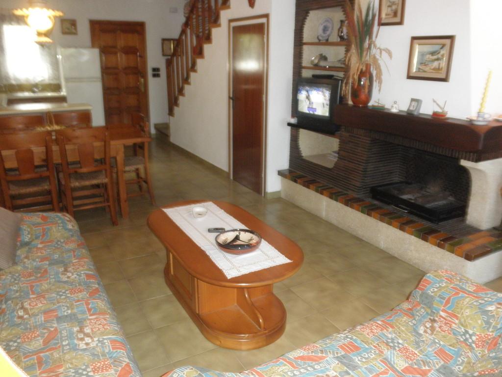"Mesa salón de ""casa, alquiler, vacaciones, Costa, Brava, Girona"""
