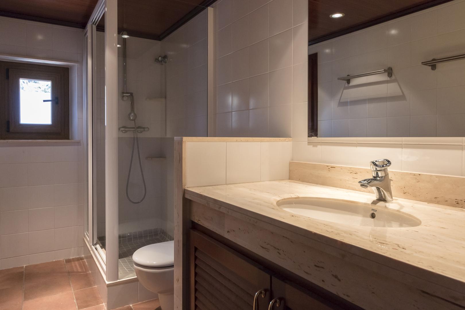 Bathroom 1 en suite