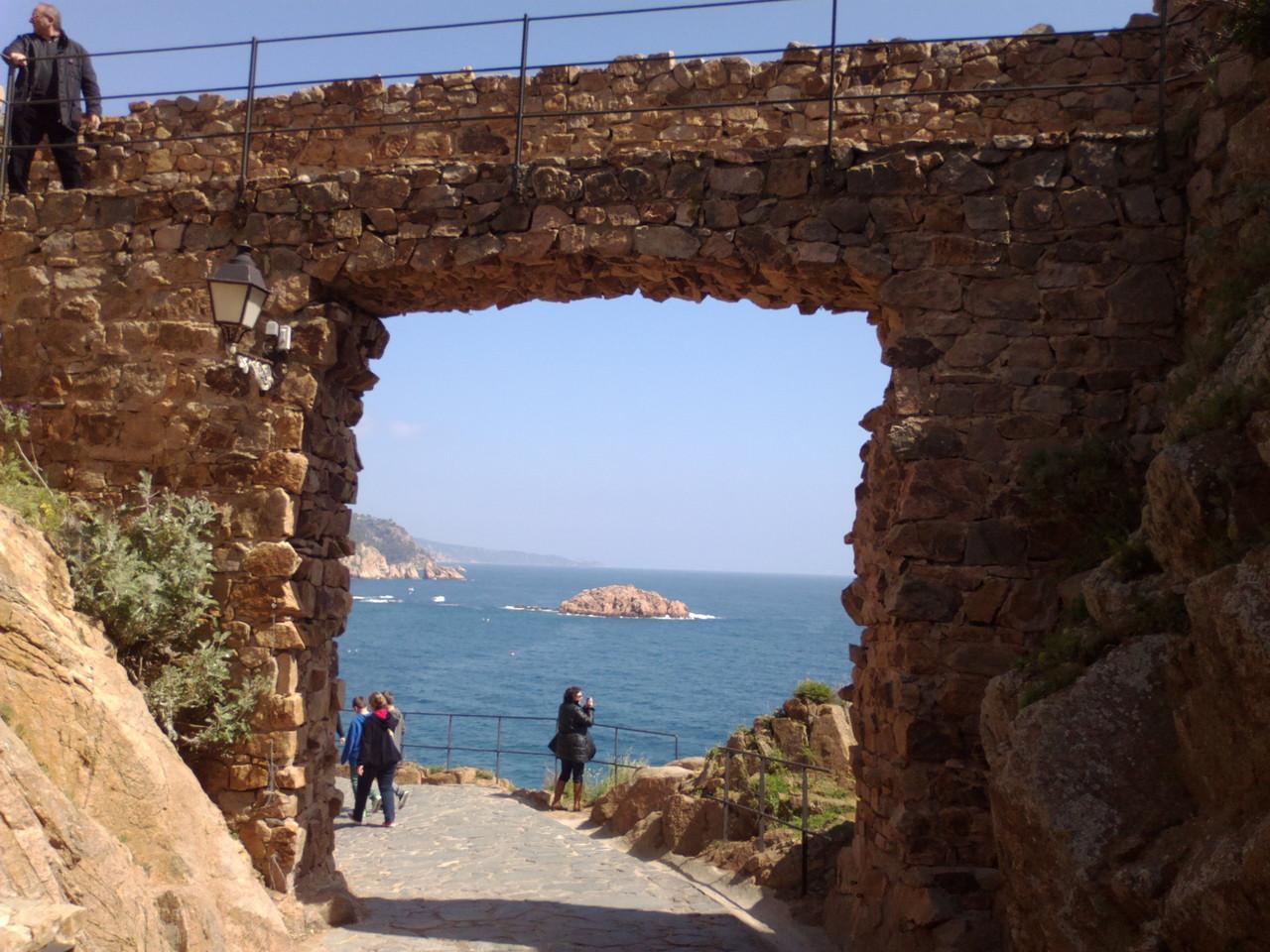 Un porte du château de Tossa de mer