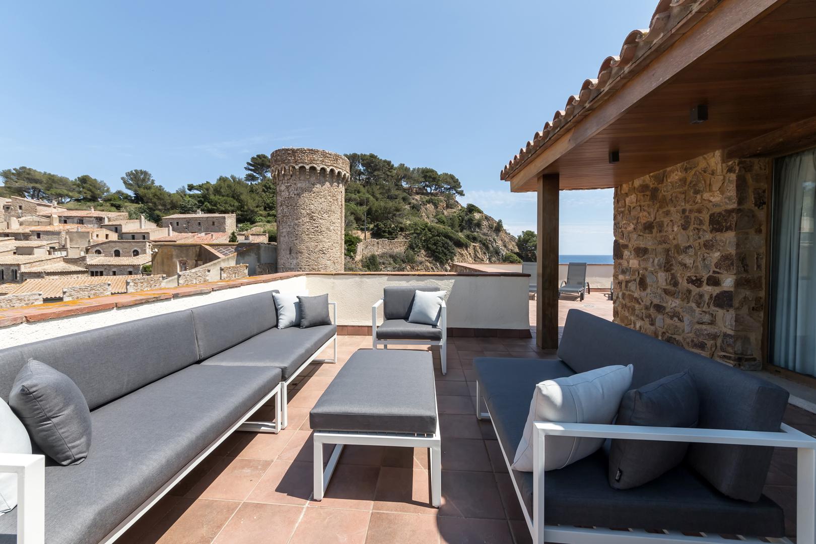Espace terrasse avec canapés