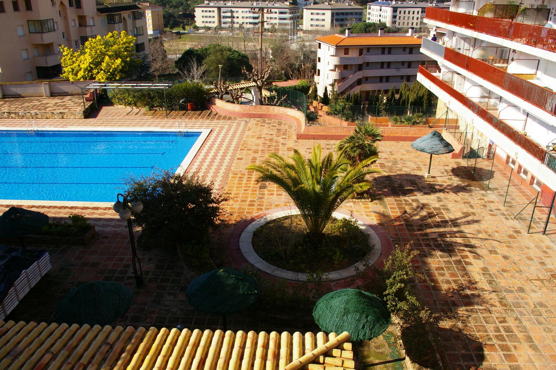 Terraza con vistas a la piscina