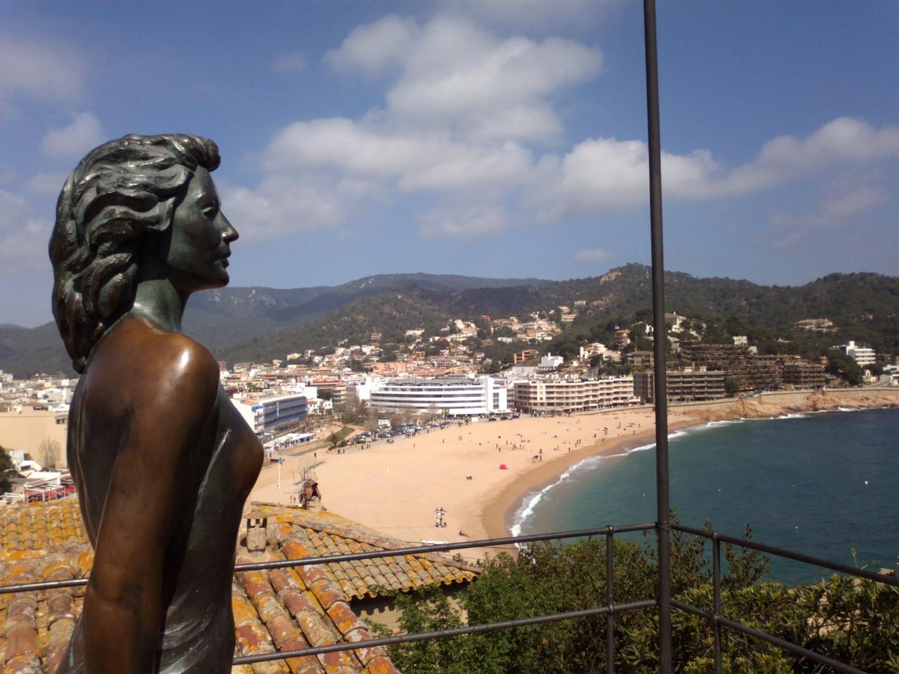 Statue of Ava Gardner, life-size, in Tossa