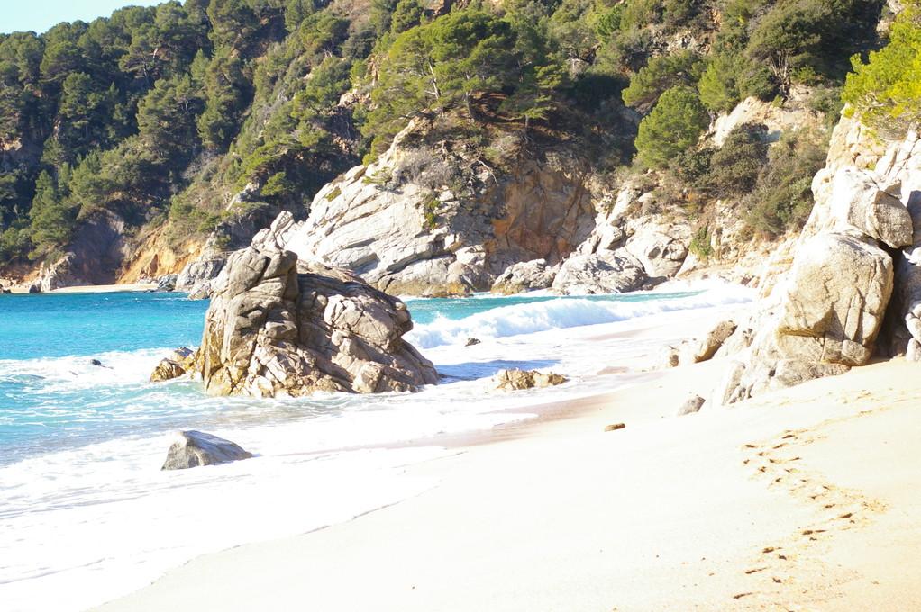 """Preciosa foto de la playa de """"Santa María de Llorell"""" del entorno de Aqua 9 en el """"alquiler de vacaciones en la Costa Brava"""""""