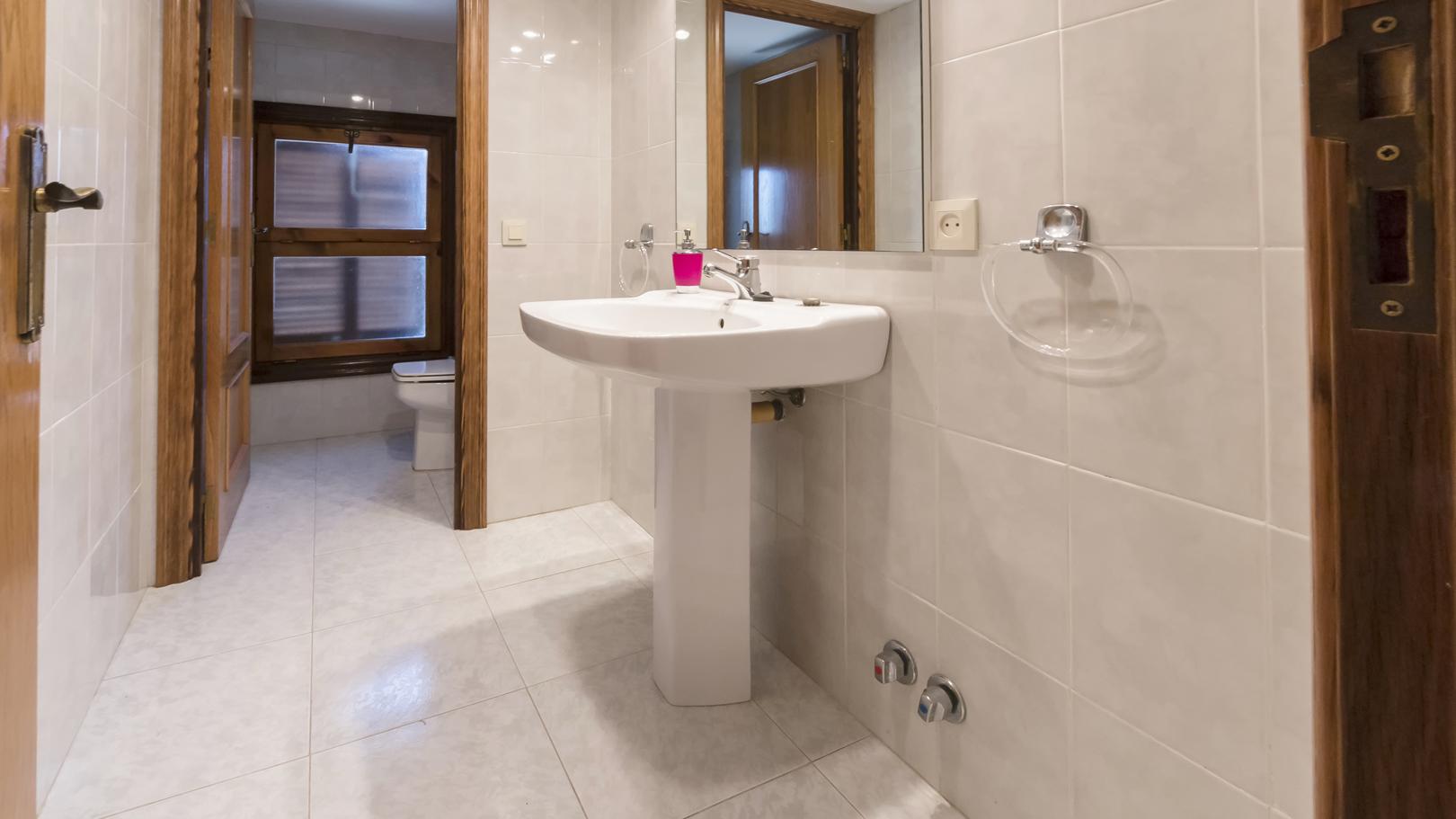 Salle de bain dans la chambre 2