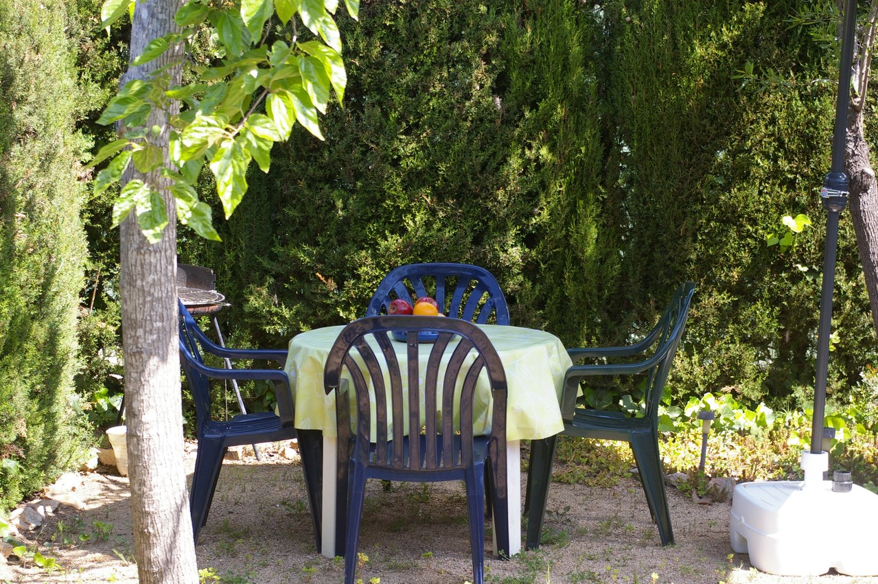 Casa de vacaciones con piscina en Tossa de Mar, mesa jardín
