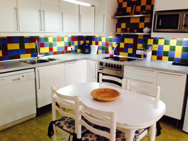 Cocina de la casa de vacaciones con piscina en Tossa de mar