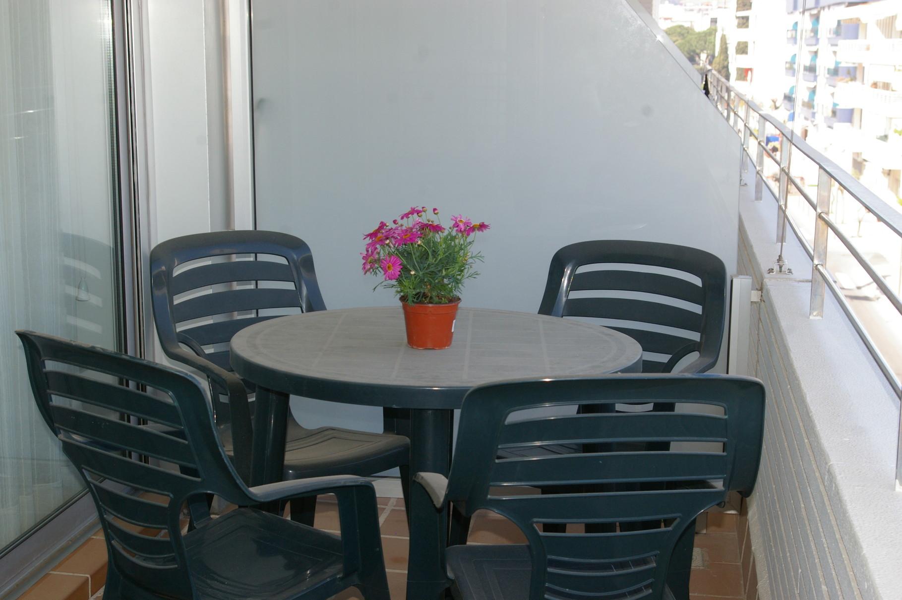 Table sur la terrasse