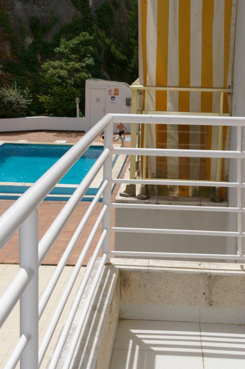 Balcon avec vue (la piscine n'appartient pas à l'appartement)