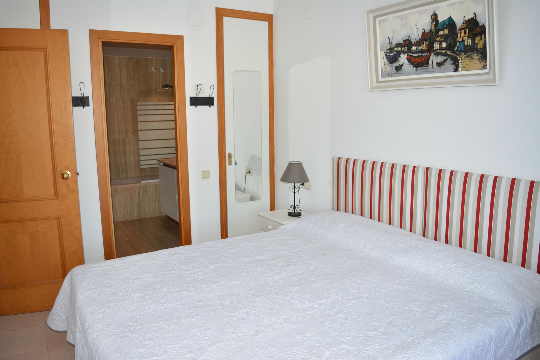 chambre à coucher avec salle de bain