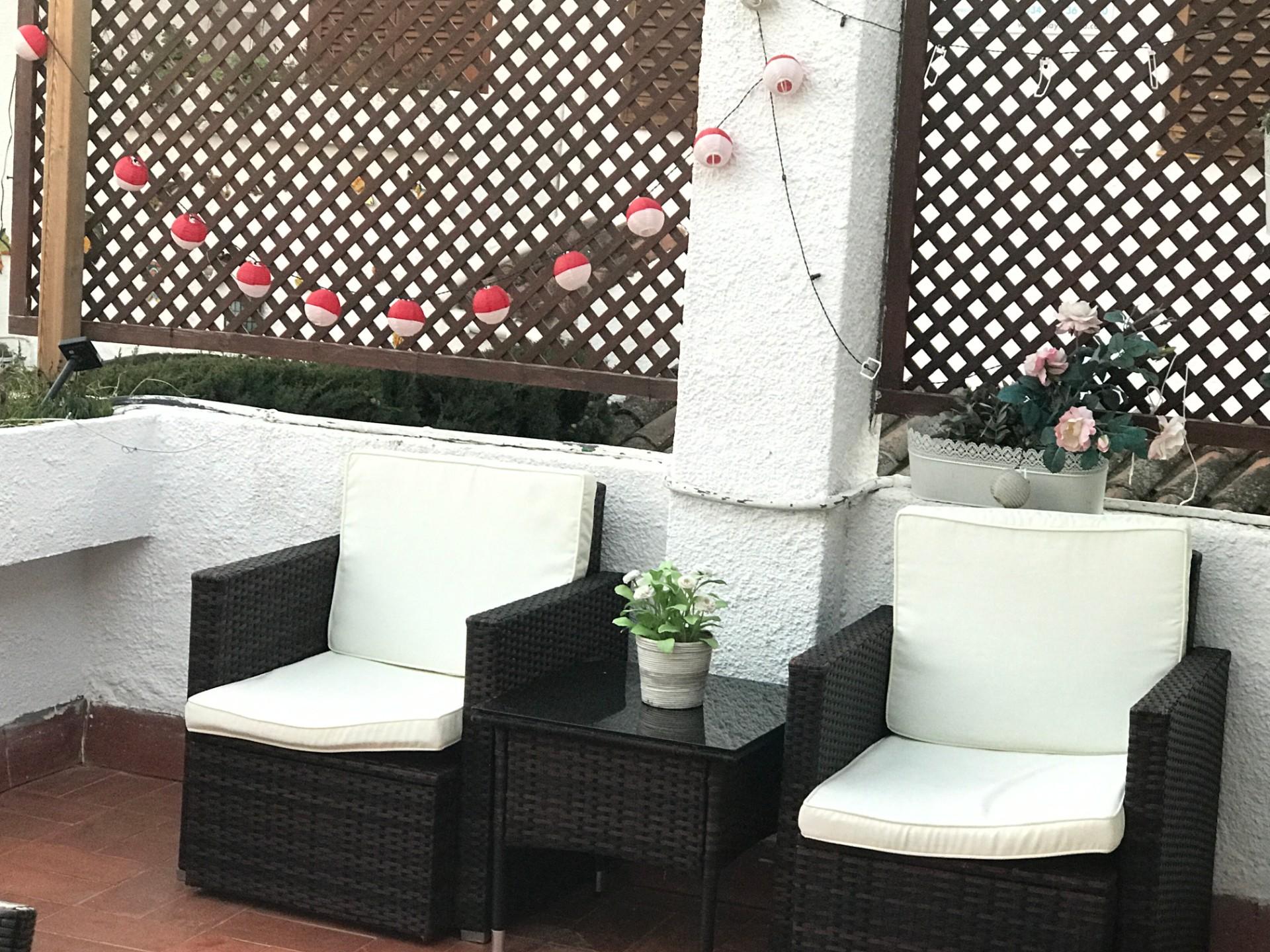 sillones en la terraza