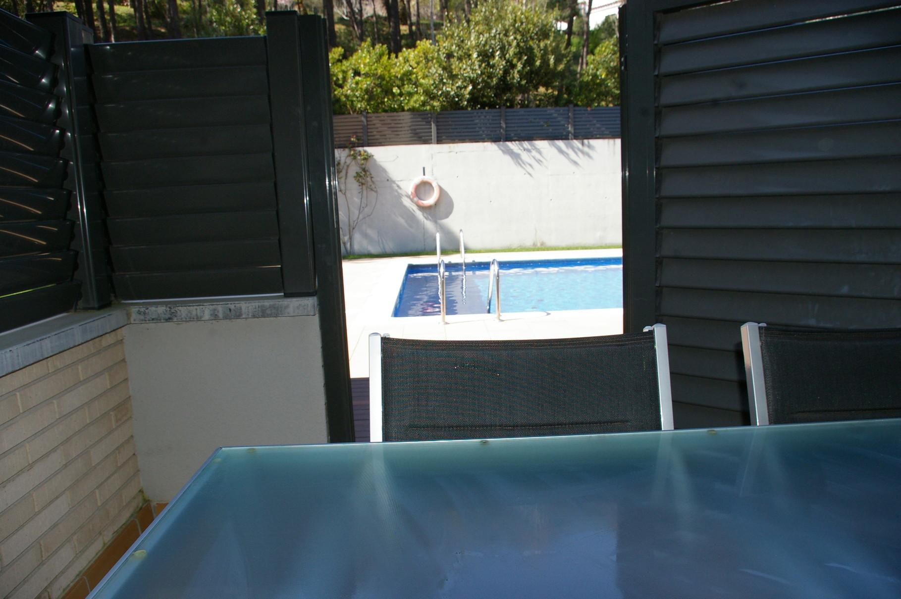 Vistas de la piscina desde la terraza