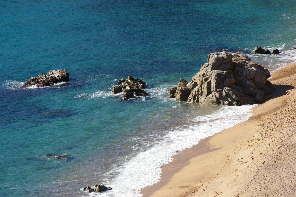 """""""Alquiler de vacaciones en la Costa Brava"""" vista de la playa Santa María de Llorell."""