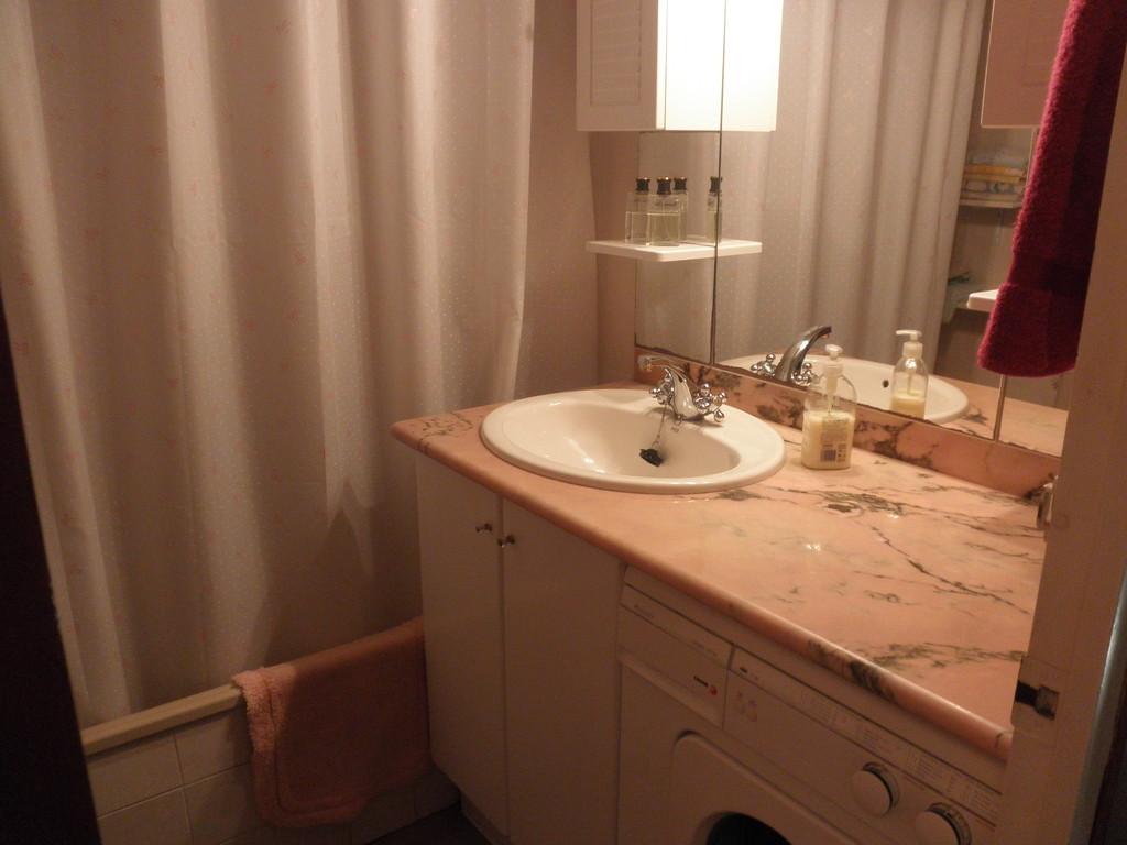 """Baño de casa CB 19 en """"casa, alquiler, vacaciones, Costa, Brava, Girona"""""""