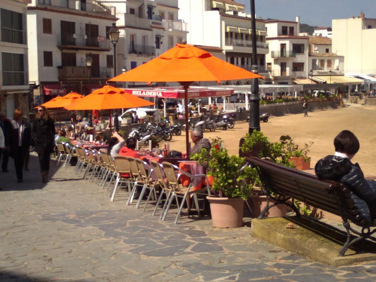 Restaurants et bars sur la promenade de Tossa de Mar