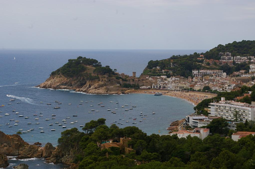 """""""Alquiler de vacaciones en la Costa Brava"""", bahía de """"Tossa de Mar""""."""