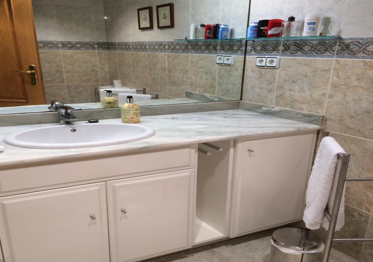 Bathroom 1 suite