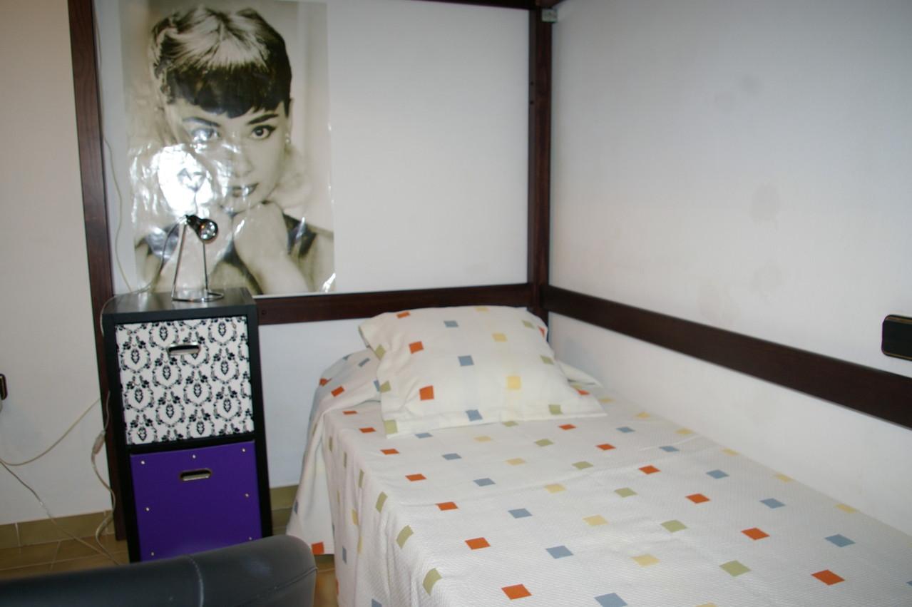 lit double et un lit simple, trois personnes
