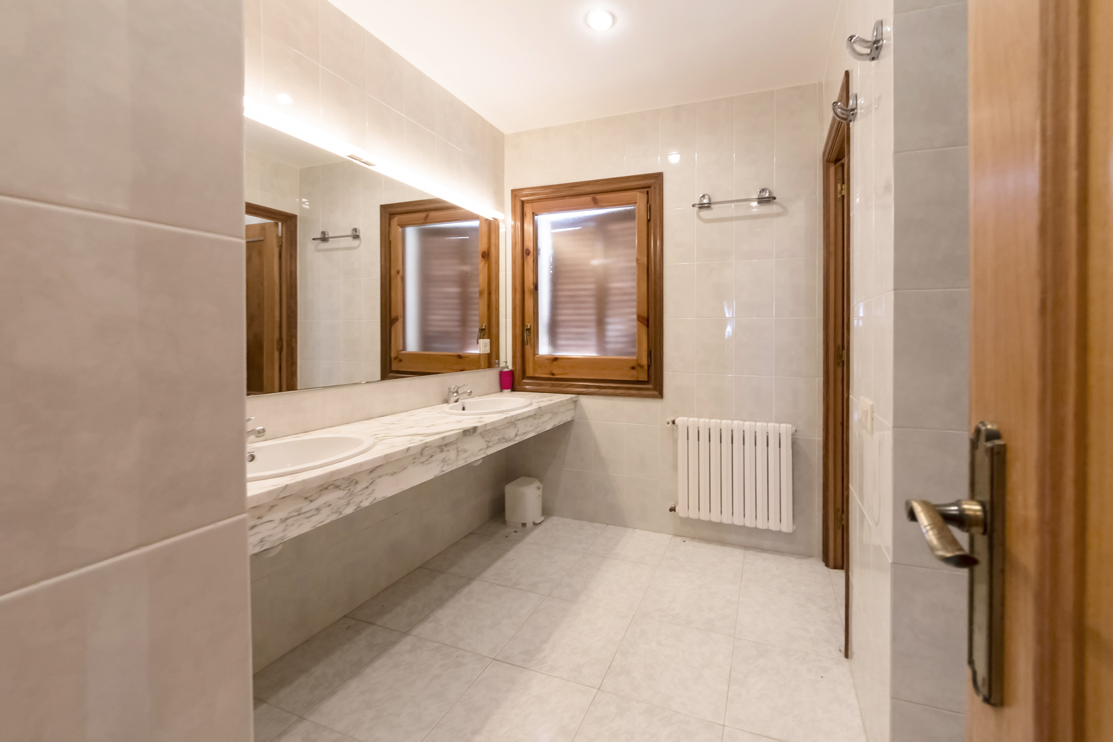 Salle de bain dans la chambre 1