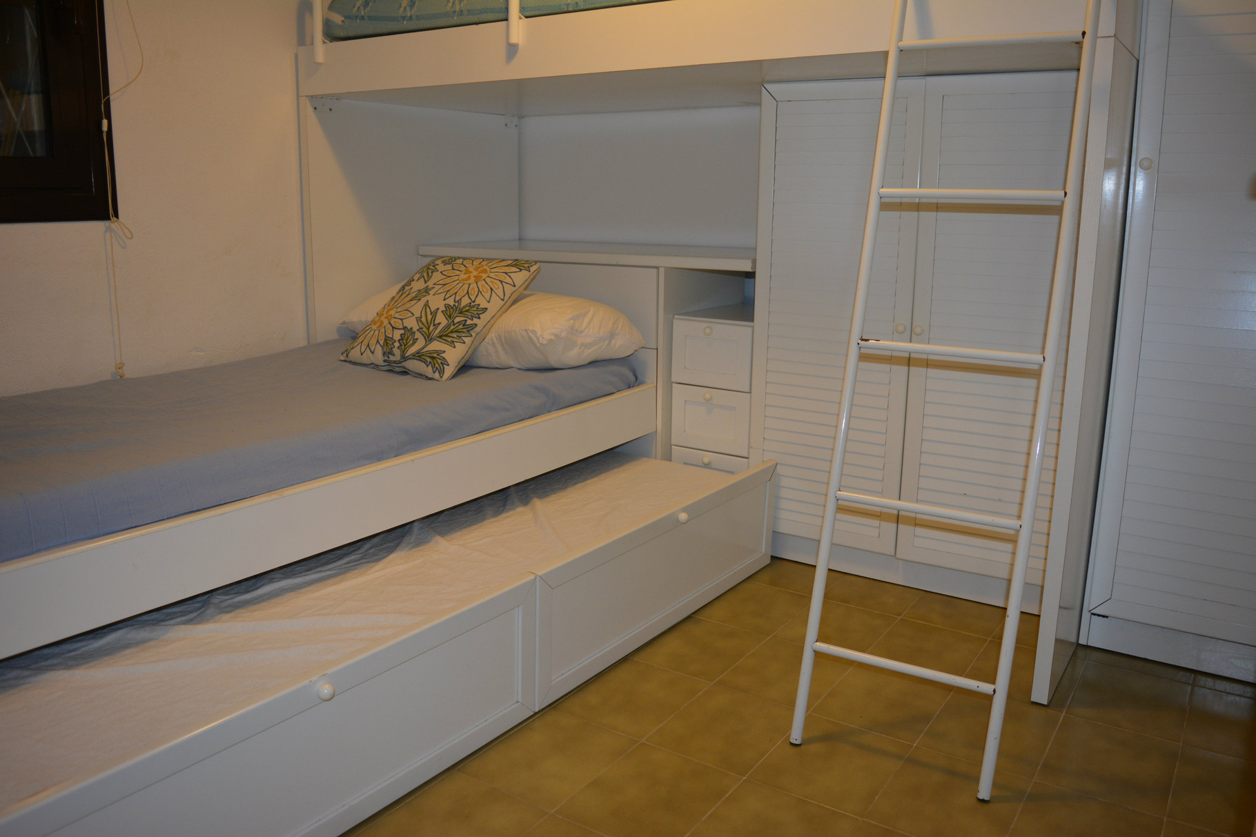 Bedroom with three beds