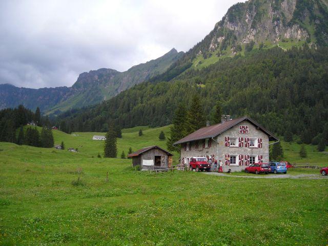"""Obersee Staafel. Unterstafel seiner geliebten Alp """"Obersse-Rauti"""", auf der er viele Sommer mit seinem Sennten  verbracht hat.  Die Tradition wird von seinem Sohn Willi weitergeführt."""