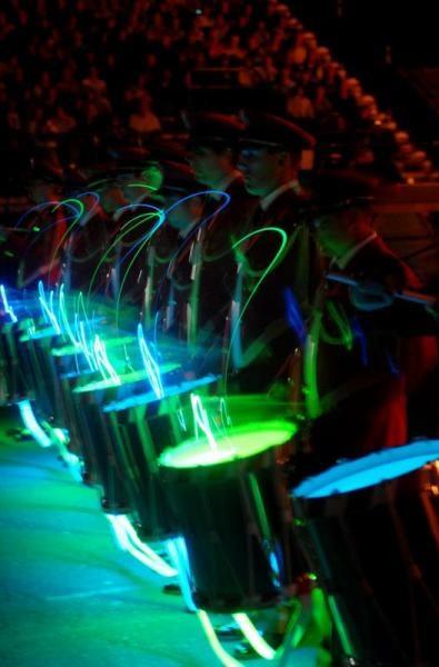 Gespenstischer, faszinierender Auftritt der Tambouren. (Bild: Schweizer Armee)