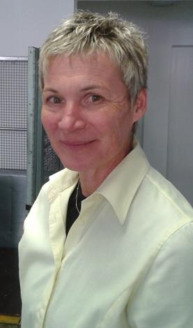 Lisa Speich - das freundliche Gesicht, das uns fast 30 Jahre am Postschalter begrüsste und die Post Näfels mit Bravour leitete.                       (Foto: Andrea Kehrli)