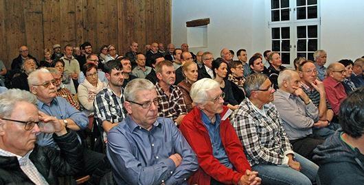 Das Publikum im vollen Bohlesaal - grosse Aufmerksamkeit - viele Fragen an die Kandidaten (Foto: Hans Speck)