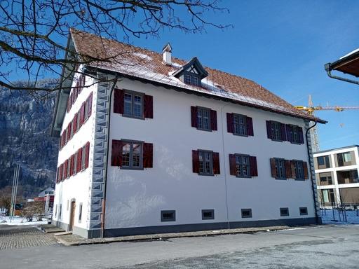 Idaheim von Osten (rechts hinten Neubau Alters- und Pflegeheim)
