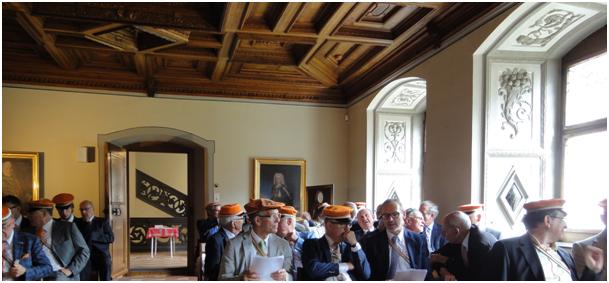 Unmittelbar vor Beginn der Generalversammlung der Alterherren Turicer im Rittersaal des Freulerpalastes. (Foto: M. Hauser, Zug)