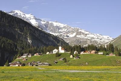 Urnerboden schmuckes, entlegenes kleines Dorf am Klausenpass. (Foto: Tourismus Klausen)