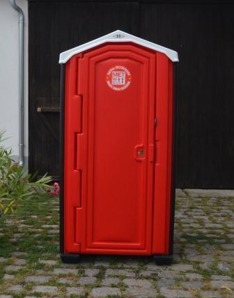 Just beim Eingang zum Friedhof auf dem Kirchenplatz stand am 12. Oktober 2017 ein Baustellen WC, ähnlich dem hier abgebildeten. (Foto:  www.mitewc-hofmann.at)