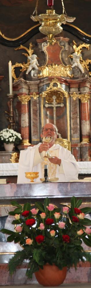 P. Othmar Landolt zelebriert das Hochamt anlässlich seines 40-Jahr-Priesterjubiläums.