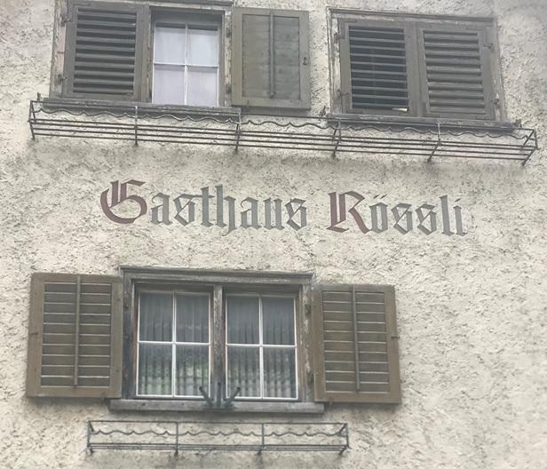 """Der vertraute Namenszug """"Gasthaus Rössli"""""""