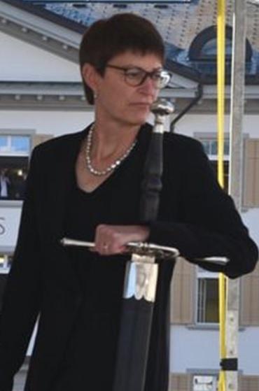 Frau Landammann Marianne Lienhard... Start zu Landsgemeinde (Fotoausschnitt aus glarus24.ch)