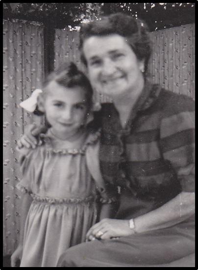 Dorli als Kind mit einer Tante (oder Verwandten) (Bild: Privatarchiv Fridolin Hauser)