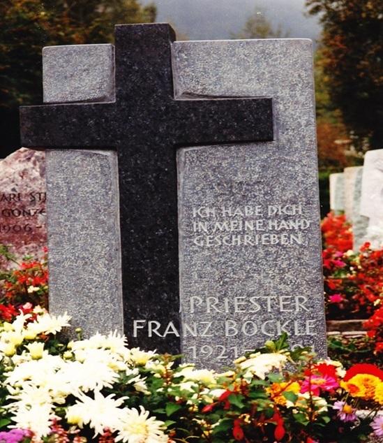 Erinnerungsbild an das Grab von Prof. Dr. theol., Dr. med. h.c. Franz Böckle, Friedhof Glarus