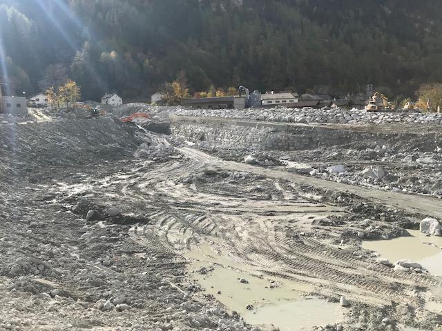 Geschätzte  vier Millionen Kubik Gestein, Schlamm und Geröll verwüsteten die Landschaft in Bondo.