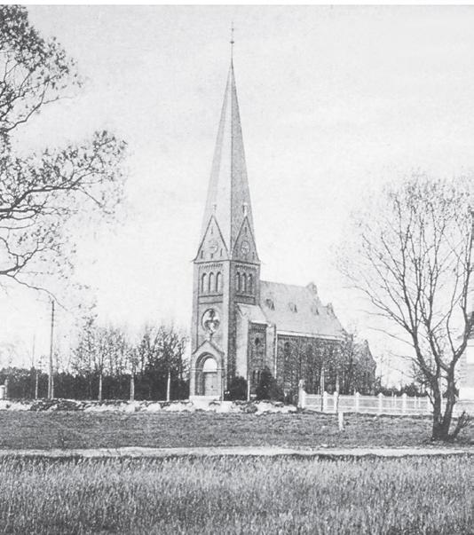 Um die Jahrhundertwende waren große Teile der Flächen rund um die Kirche noch Wiesen und Felder.