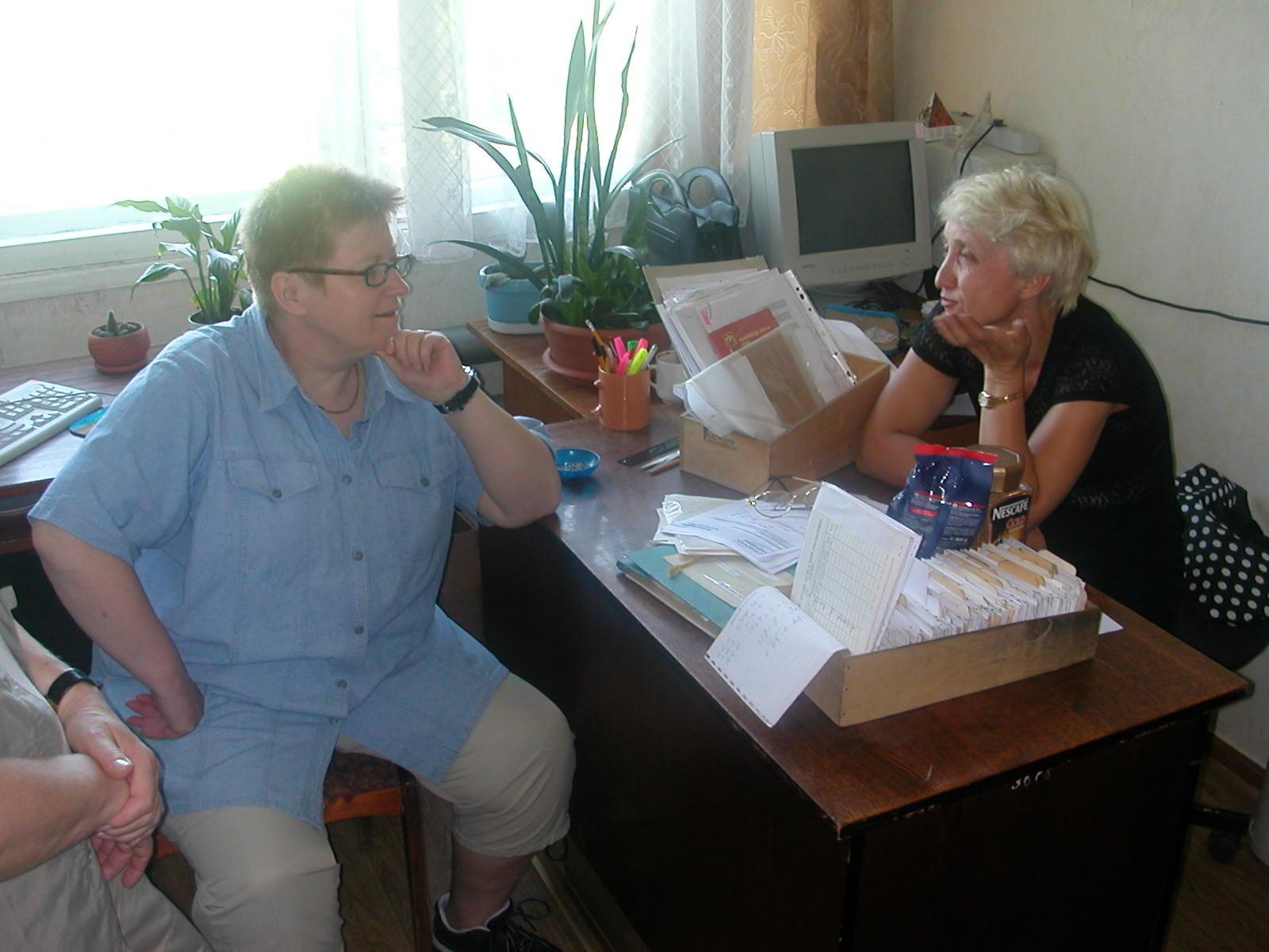 Mit Lina – Leiterin der Katalogisierung (und Cousine meines Ex-Mannes)