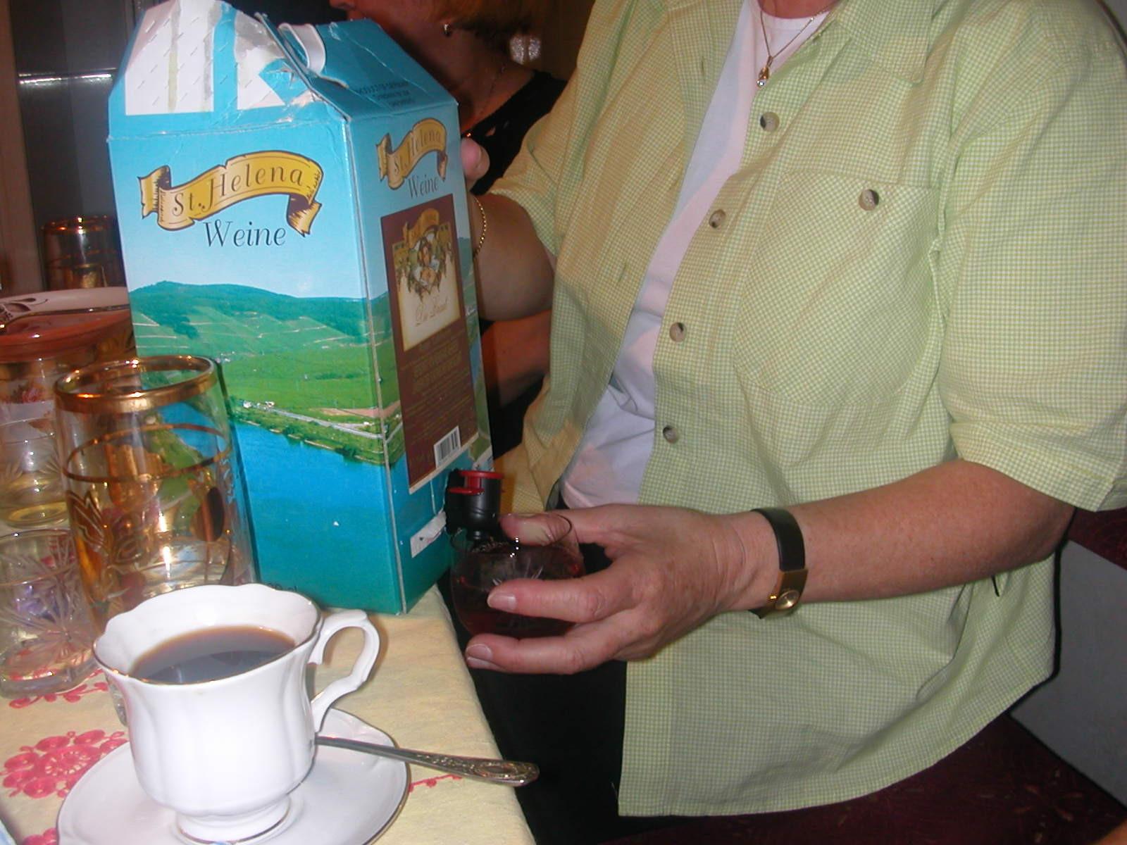 Kaffee oder Wein? Oder doch noch Selbstgebrannten?