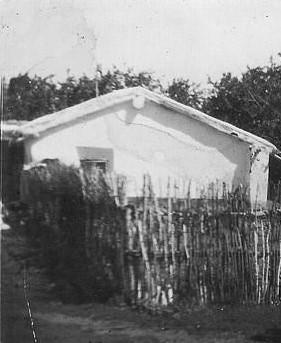 Ein Haus aus Lehmziegeln