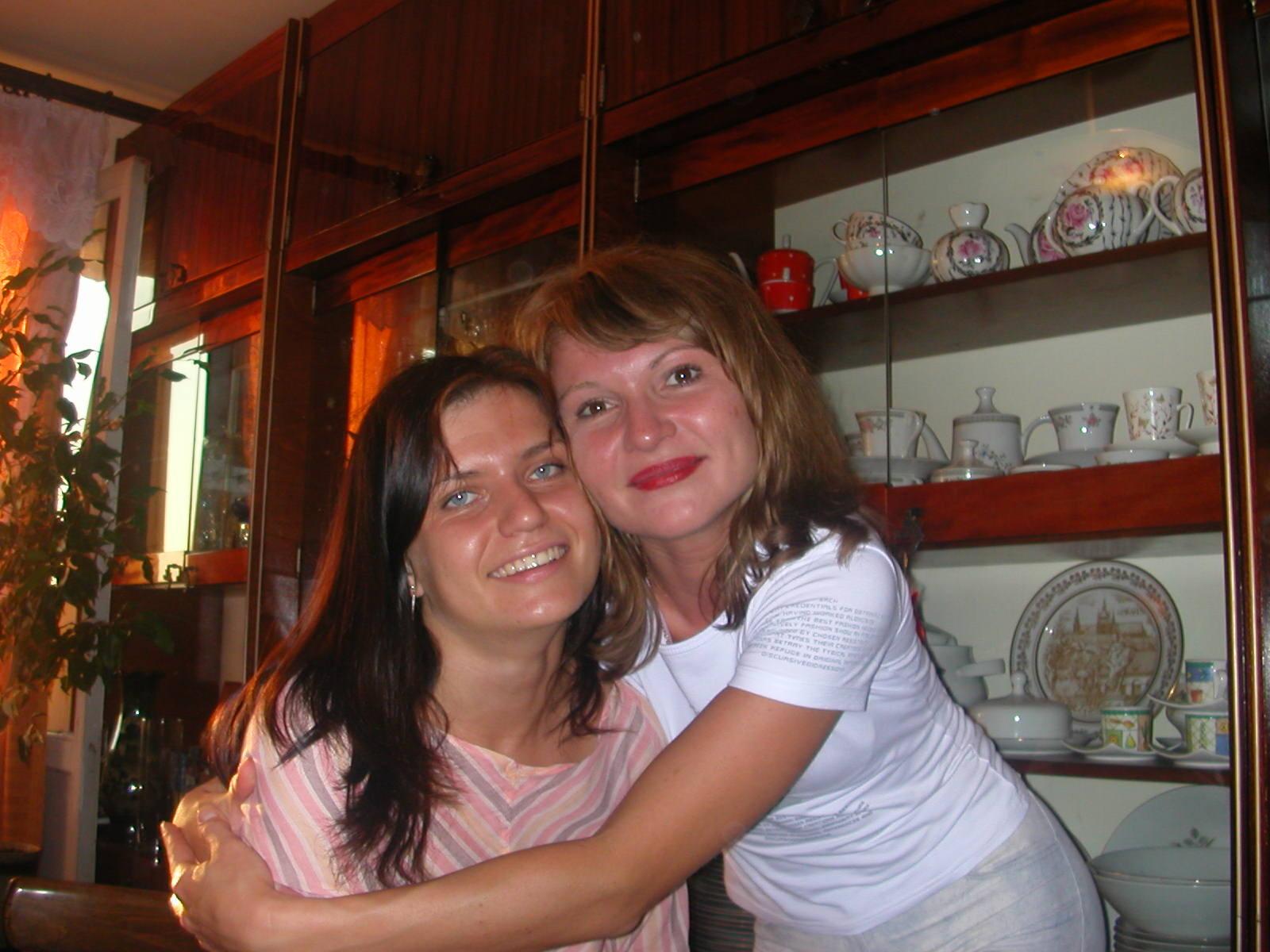 Rechts: Julia - Rajas Tochter, links: Julias Freundin