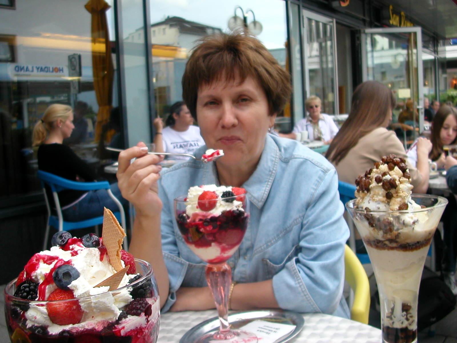 Ausflug nach Holland - Im Eiscafe