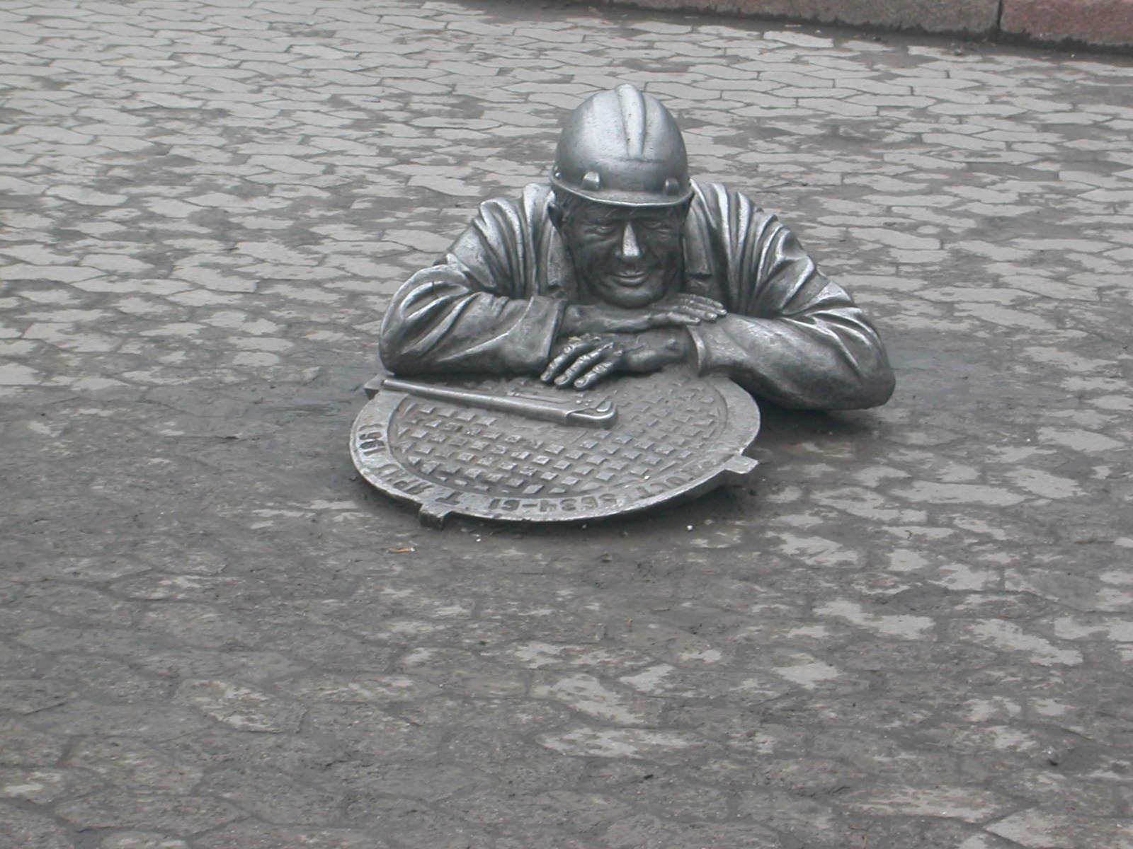 """Skulptur """"Klempner Stepanytsch"""", 1998 errichtet, Bildhauer Sergej Noryshev"""