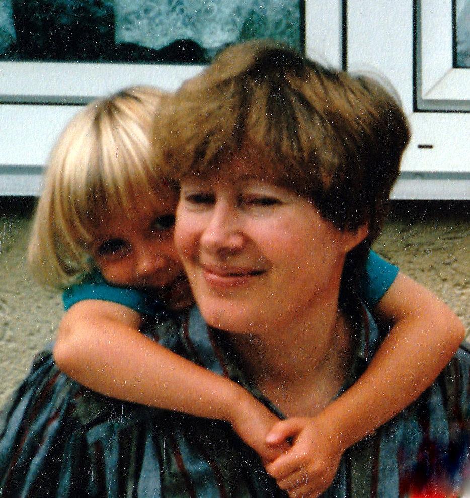 Ida mit ihrer Enkeltochter, Hemer 1993