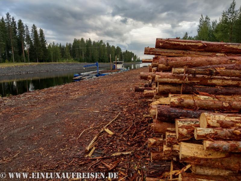 Holztransport über die Seen