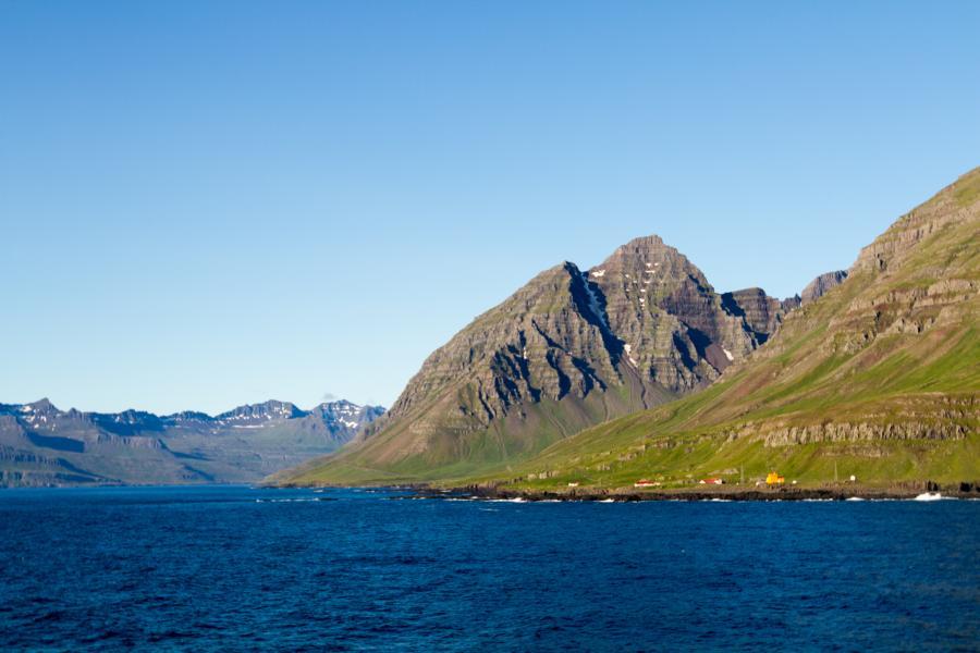 Island taucht auf