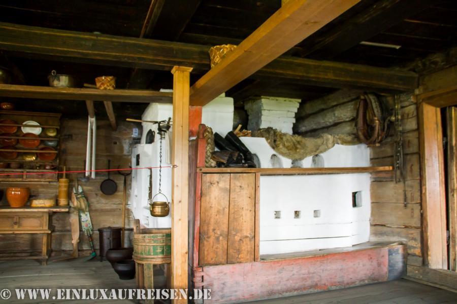 Küche eines Holzhauses