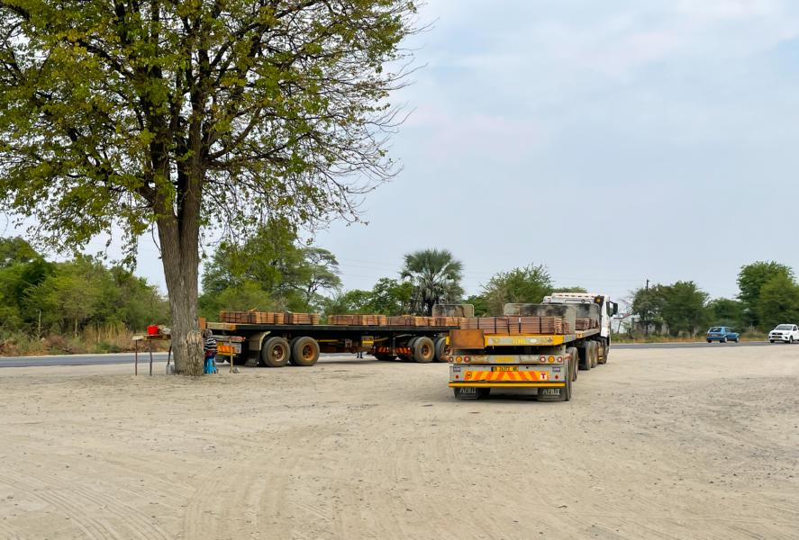 LKW mit Kupfer beladen