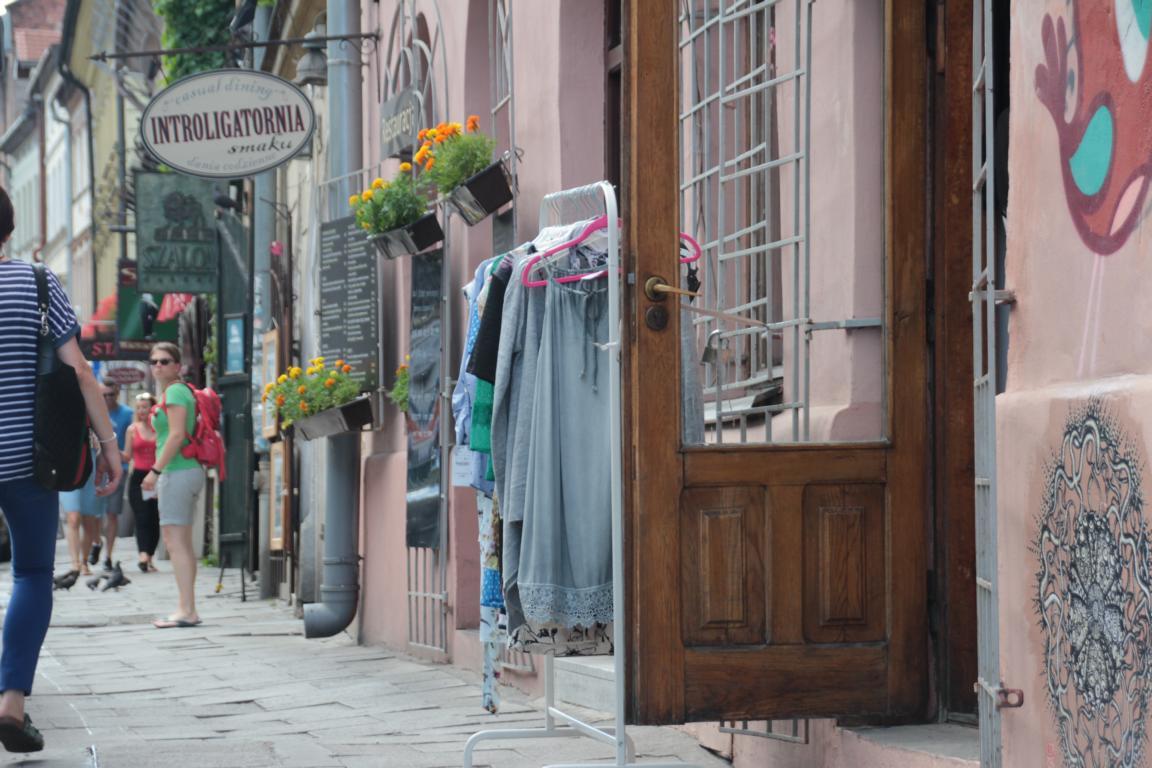 Ok, auch beim Offroaden kommt man um den Rucksack manchmal nicht drumrum ;) (Polen, Krakau)